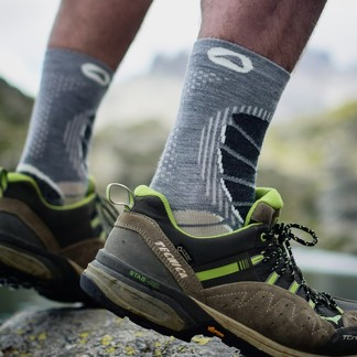 Cet été, comme un air de -début ? - de liberté a soufflé sur la France .  C'est le moment d'en profiter en parcourant notre beau pays , mais sans oublier vos chaussettes de randonnée Monnet . Merci à Zoe et Marvin de Explore à parte de vue  #chaussettesderandonnée, #chaussettesdetrekking, #chaussettesmadeinFrance #exploreapertedevue, #trekkinglovers, #trekking, #trekkingoutdoor, #randonneepedestre, #rando