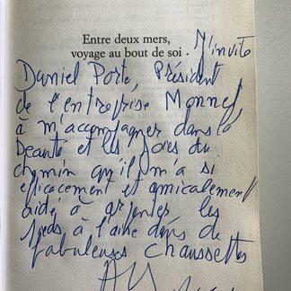 M. Axel Kahn vient de nous quitter. En hommage à cet homme exceptionnel, je voudrais partager cette dédicace qu'il avait écrite en préface de son livre «entre deux mers , voyage au bout de soi» .  Non content d'être un très grand chercheur généticien et un humaniste , M. Kahn était aussi un très grand marcheur .  Il a retracé ses traversées de toute la France du nord au sud et d'ouest en est dans deux livres admirables .#axelkahn#hommedexception#humaniste#medecinhumaniste#chercheurgeneticien#randonneur#chaussettesde randonnée#chaussettesmadeinfrance#chaussettesdemarche#traverseedelafrance#marcheapieds#chaussettesmonnet#chaussettesdetrekking